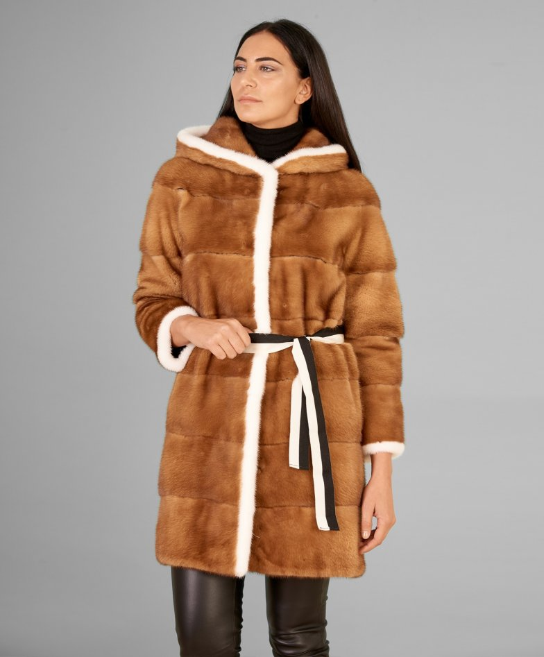 Mink fur coat with hood and sleeve 3/4 • honey colour
